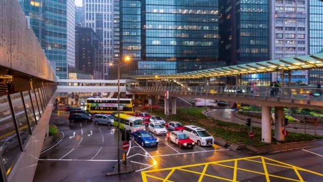 vídeos de stock, filmes e b-roll de lapso de tempo: fundo aglomerado e do transporte no centro de hong kong central no tempo do por do sol - tourism