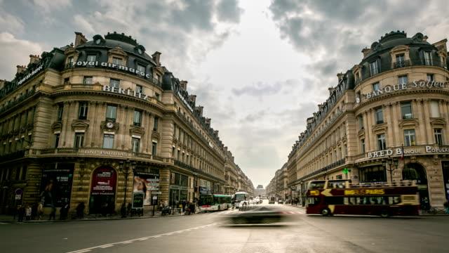 HD time-lapse:  Affluence piétonne de l'Opéra, à Paris