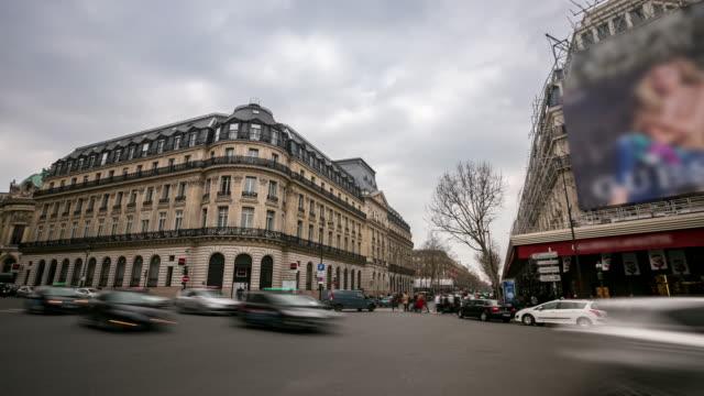 vidéos et rushes de laps de temps : bondé piétonne lafayette boulevard haussmann de l'opéra, à paris - opéra style musical