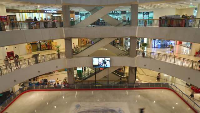 timelapse - crowded people in mall