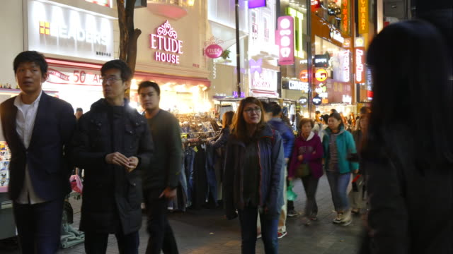 Timelapse : Crowded people in Myeong-dong market in korea city