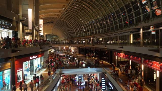 4 K Time-lapse: drukke mensen in winkelcentrum in singapore