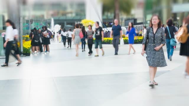 stockvideo's en b-roll-footage met 4 k timelapse: crowded loopafstand winkelcentrum - gewicht meeteenheid
