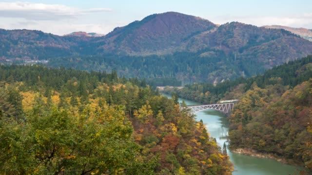 vidéos et rushes de time-lapse: point de vue de daiichi kyouryou premier pont avec rouge laisser paysage, mishima, fukushima, japon - scène non urbaine