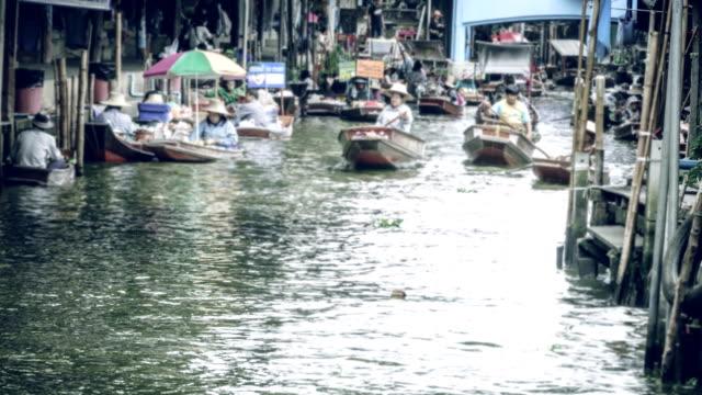 time-lapse: damnoen saduak floating market in thailand. - floating market stock videos & royalty-free footage