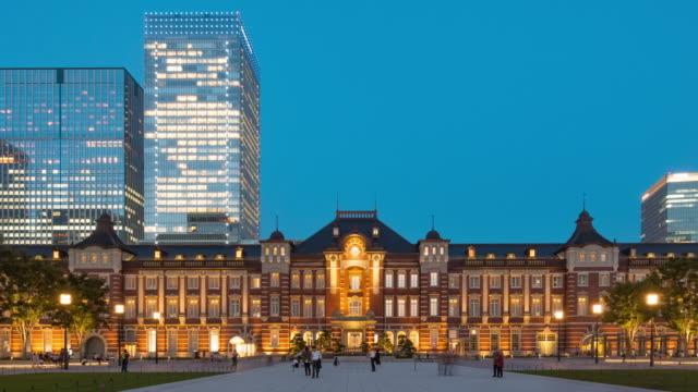夜に 4 k 撮影日: トワイライト東京の高層ビル。 - 都市景観点の映像素材/bロール