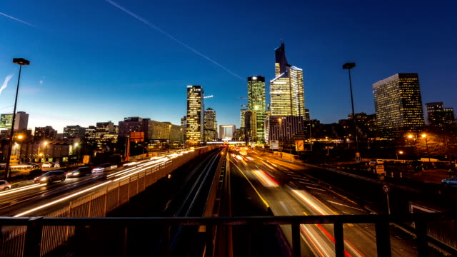 timelapse day to night of la defense paris's financial district - major road bildbanksvideor och videomaterial från bakom kulisserna