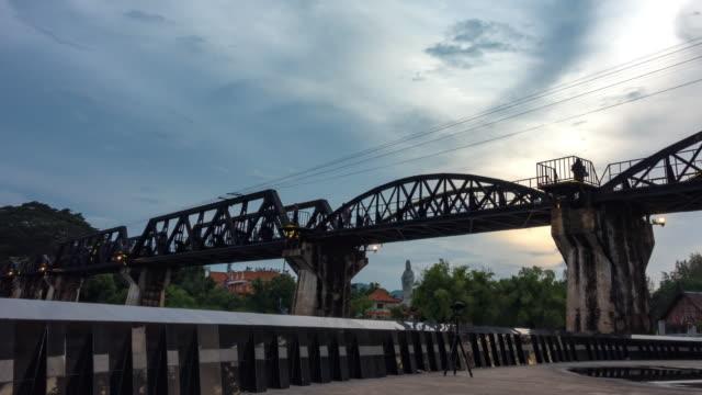 Time-lapse: dagen till natt av bron floden Kwai