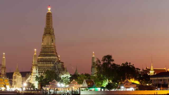 4 K Time-lapse dal giorno alla notte : Wat Arun in serata.