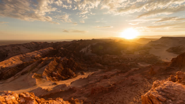 timelapse during sunset at valle della luna in atacama desert, chile - mountain range stock videos & royalty-free footage