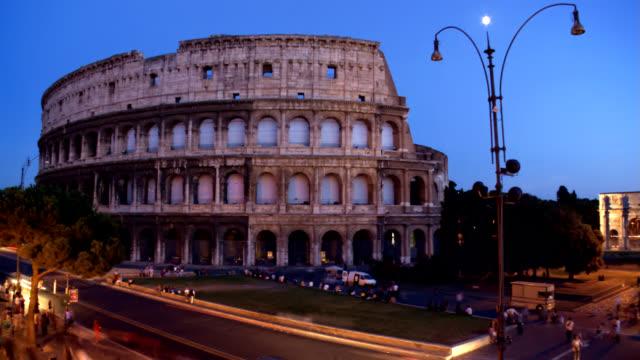 Zeitraffer Dämmerung Coliseum antiken römischen Amphitheater in Rom, Italien
