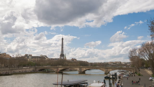 4K :Timelapse Eiffel Tower And Seine river