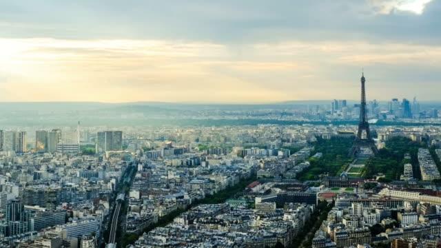stockvideo's en b-roll-footage met hd time-lapse: eiffeltoren in parijs, frankrijk - capital cities