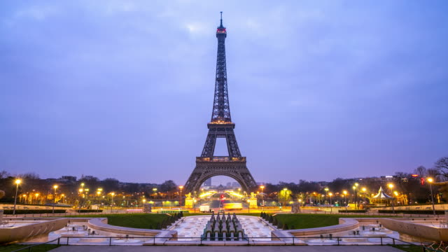 4k timelapse: eiffel tower paris sunrise from trocadero - eiffel tower stock videos & royalty-free footage