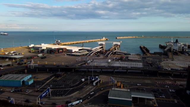 vídeos y material grabado en eventos de stock de timelapse footage of dover ferry port on august 1, 2019. - terminal de ferry