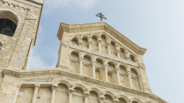 サンタマリアのタイムラプス (セントメアリーを意味する) 大聖堂教会、カリアリのカステッロ四半期に、イタリア - 25セント硬貨点の映像素材/bロール