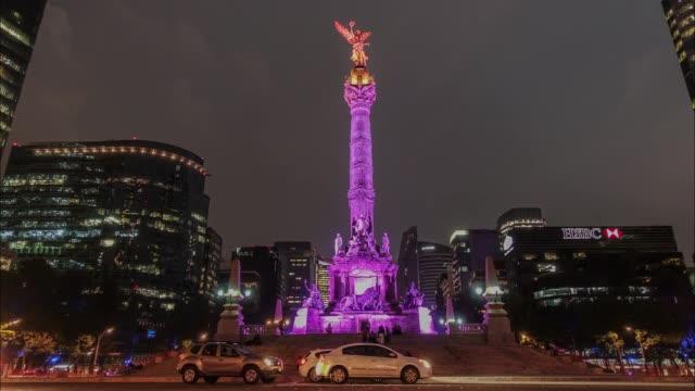 vídeos de stock, filmes e b-roll de timelapse footage of the angel de la independencia monument in mexico city mexico on may 15 2017 - monumento da independência paseo de la reforma
