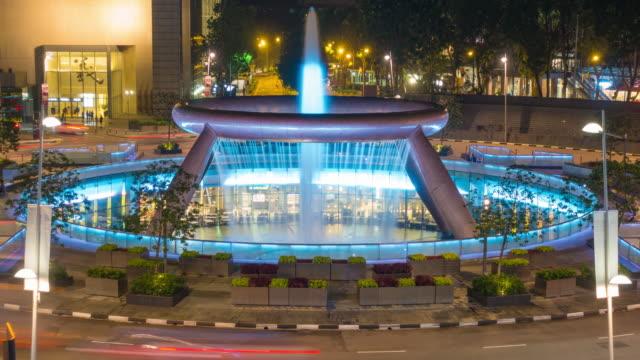 4k timelapse: fountain of wealth in night. - fontana struttura costruita dall'uomo video stock e b–roll