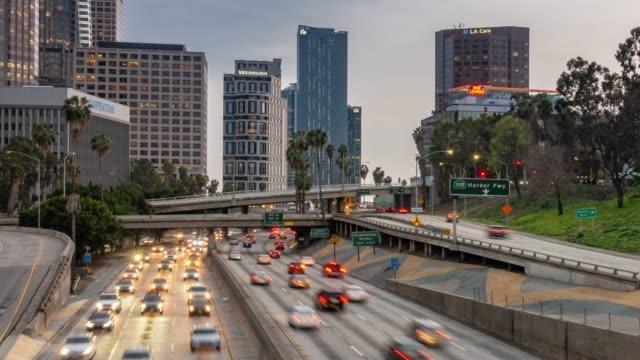 Time-Lapse Autobahnverkehr bei Los Angeles Downtown Sonnenuntergang