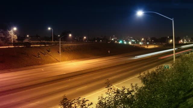 Zeitraffer Autobahn-Verkehr in der Nacht