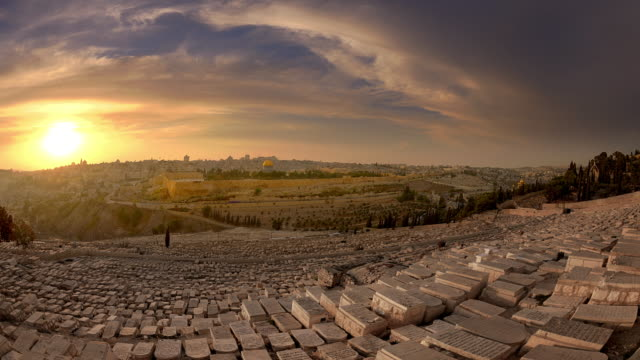 time-lapse from the mount of olives overlooking the cemetery towards the dome of the rock at sunset - jerusalem stock videos & royalty-free footage
