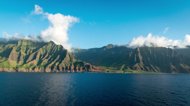 kauai - timelapse from the ocean of nāpali coast state wilderness park - na pali coast state park stock videos & royalty-free footage