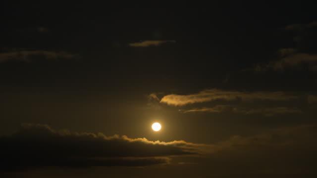 4K Timelapse: Full moon in night.