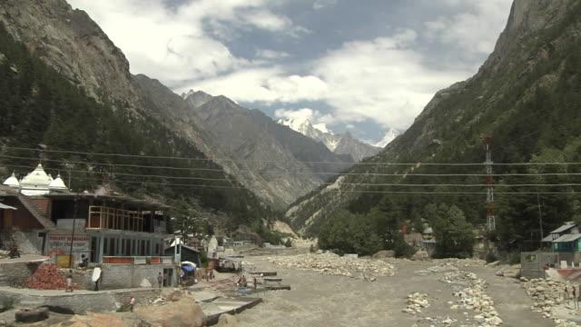 timelapse gangotri valley uttarakhand - acqua santa video stock e b–roll