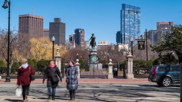 vídeos de stock e filmes b-roll de time-lapse: george washington statue at boston common park, ma usa. - back bay boston