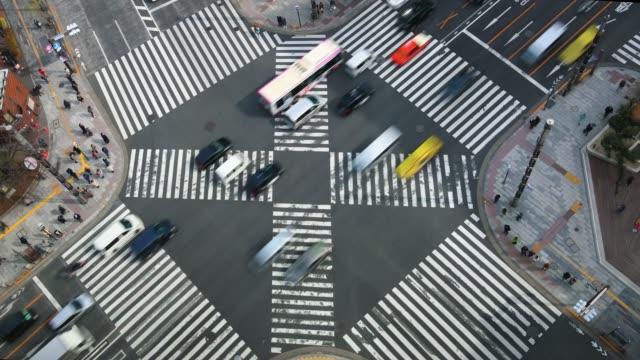 zeitraffer: kreuzung ginza, tokio, japan - fußgängerübergang stock-videos und b-roll-filmmaterial