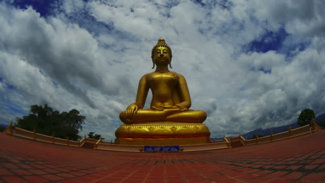 zeitraffer: golden buddha - buddha stock-videos und b-roll-filmmaterial