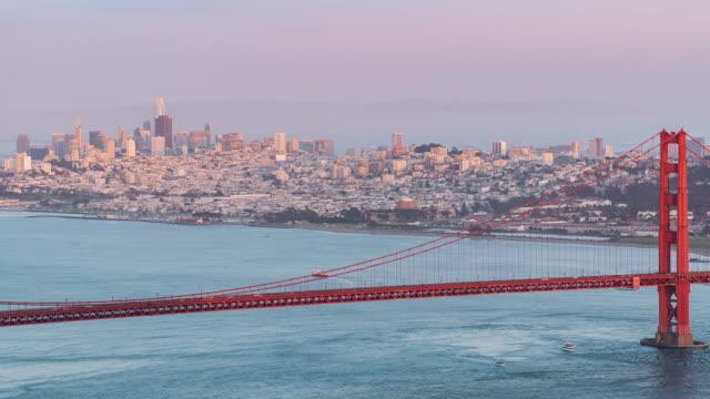 time-lapse golden gate-bron i san francisco kalifornien usa västkusten av stilla havet solnedgången - hängbro bildbanksvideor och videomaterial från bakom kulisserna