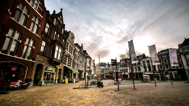 hd time-lapse: hague downtown netherlands night - binnenhof stock videos and b-roll footage