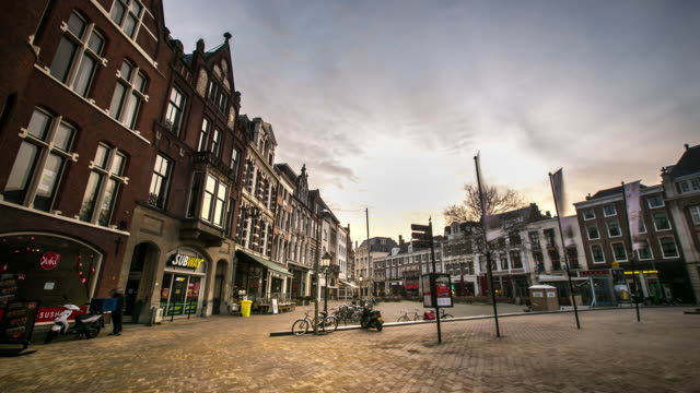 time-lapse: hague downtown netherlands night - binnenhof stock videos and b-roll footage