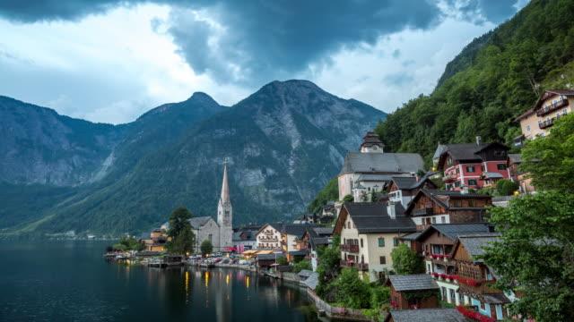 4 K Zeitraffer: Hallstatt Village Stadt lake Österreich in der Dämmerung