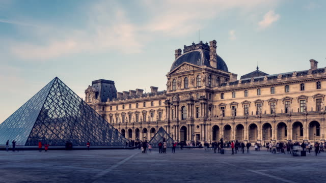 "Timelapse / Hyperlapse video of ""Le Louvre"""