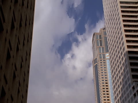 timelapse image of clouds viewed between tall buildings - artbeats 個影片檔及 b 捲影像