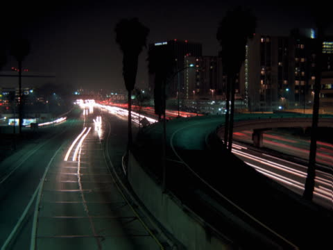 timelapse image of freeway traffic at night. - artbeats 個影片檔及 b 捲影像
