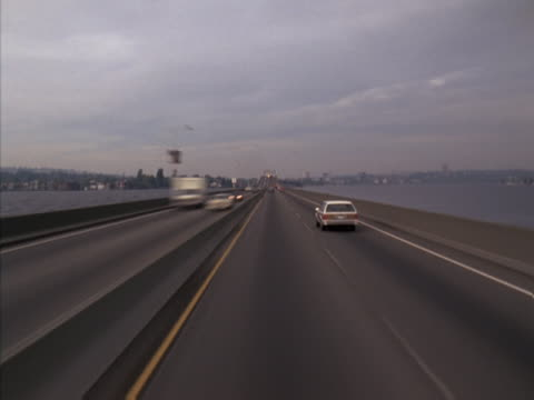 timelapse image of travel by car on a city freeway. - artbeats 個影片檔及 b 捲影像