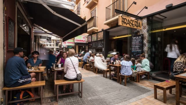 Time-lapse in Benidorm of tourist eating at restaurante an bar