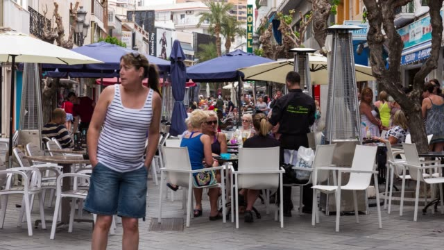 time-lapse in benidorm of tourist eating at restaurante an bar - restaurante stock videos & royalty-free footage