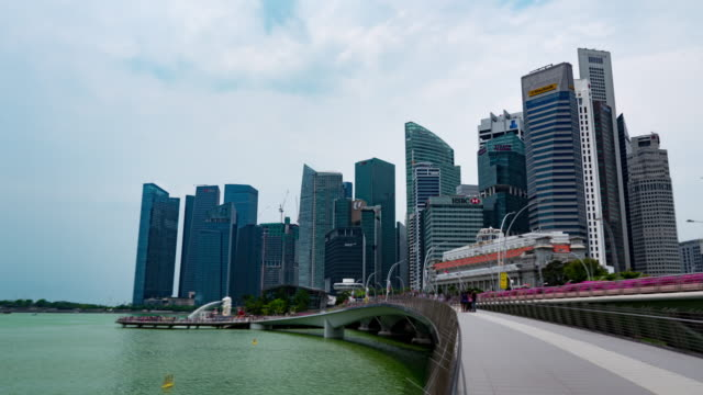 timelapse in motion, singapore downtown and  merlion statue fountain with the city skyline - merlion fictional character stock videos and b-roll footage
