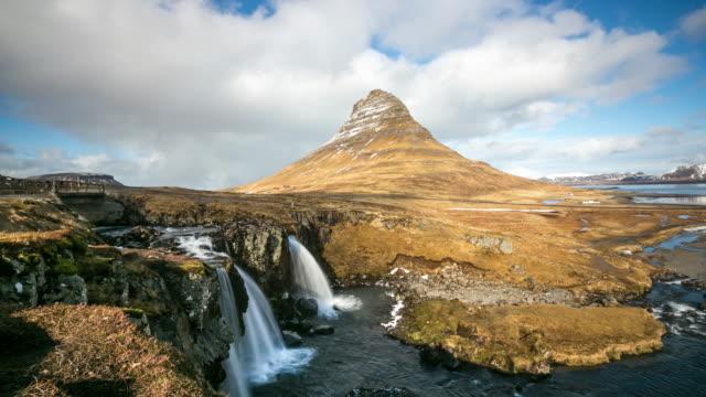 4 k zeitraffer : kirkjufell berg snaefellsnes halbinsel, wasserfall landschaft, island - snäfellsnes stock-videos und b-roll-filmmaterial