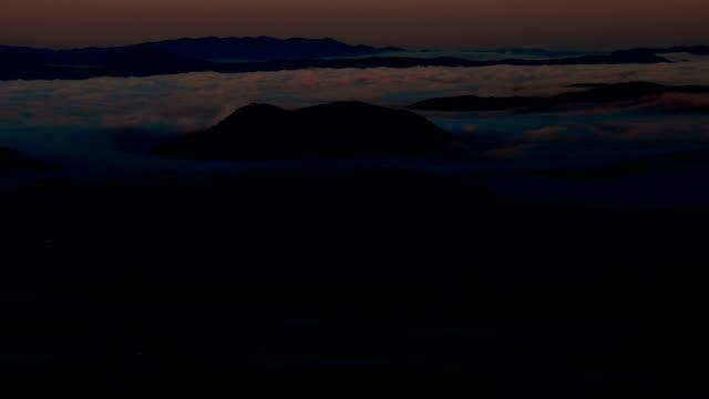 HD-Zeitraffer: Landschaft bei Sonnenaufgang. 1080 p.