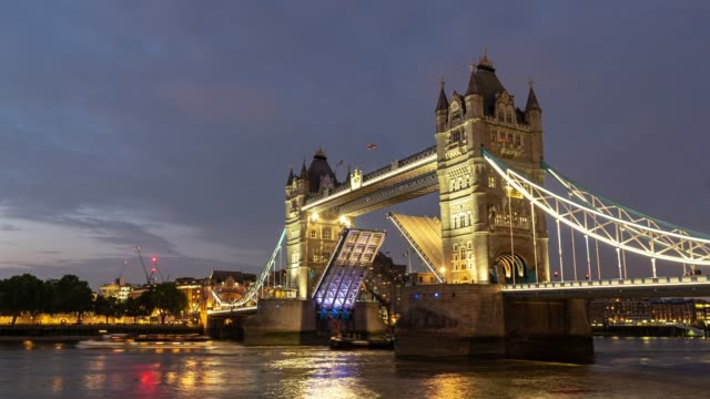 time-lapse: lifting of tower bridge in london england uk sunset night - city of london stock videos & royalty-free footage