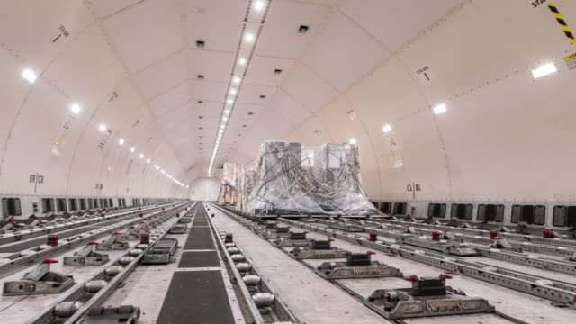 time-lapse: loading cargo inside cargo aircraft - mezzo di trasporto video stock e b–roll