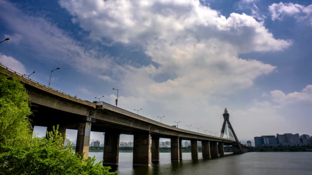 time-lapse low angle shot of olympicdaegyo bridge at hangang river (natural landmark and the major river in seoul) - natural landmark stock videos & royalty-free footage