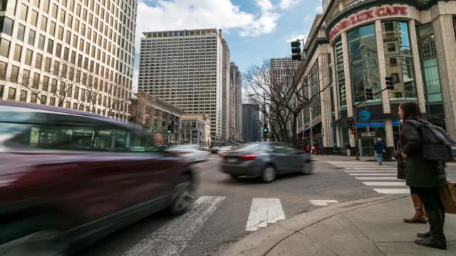 vídeos de stock, filmes e b-roll de lapso de tempo: magnificent mile michigan avenue chicago, il e.u.a. - usa