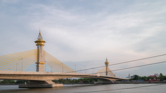 zeitraffer: maha chesadabodindranusorn brücke in nonthaburi, thailand - chao phraya delta stock-videos und b-roll-filmmaterial