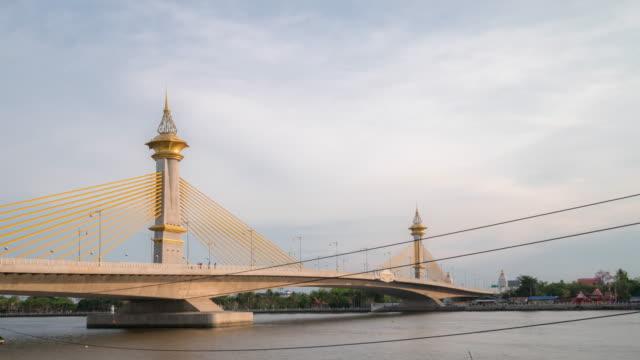 ノンタブリー、タイの時間経過: マハ chesadabodindranusorn 橋 - ノンタブリー県点の映像素材/bロール